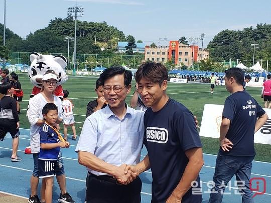 """김한근 강릉시장 """"강원 FC 홈경기 유치, 전용구장 건설 검토"""""""
